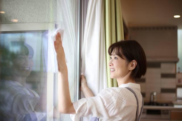 媽媽日常生活或工作中不斷做重複的動作例如是清潔家居時拖地、抹窗等,加上每個重複動作間相隔的時間短,肌肉筋腱不足以完全休息復元就要進行下一個動作,都可能會引起關節不適,嚴重更有機會影響活動能力。
