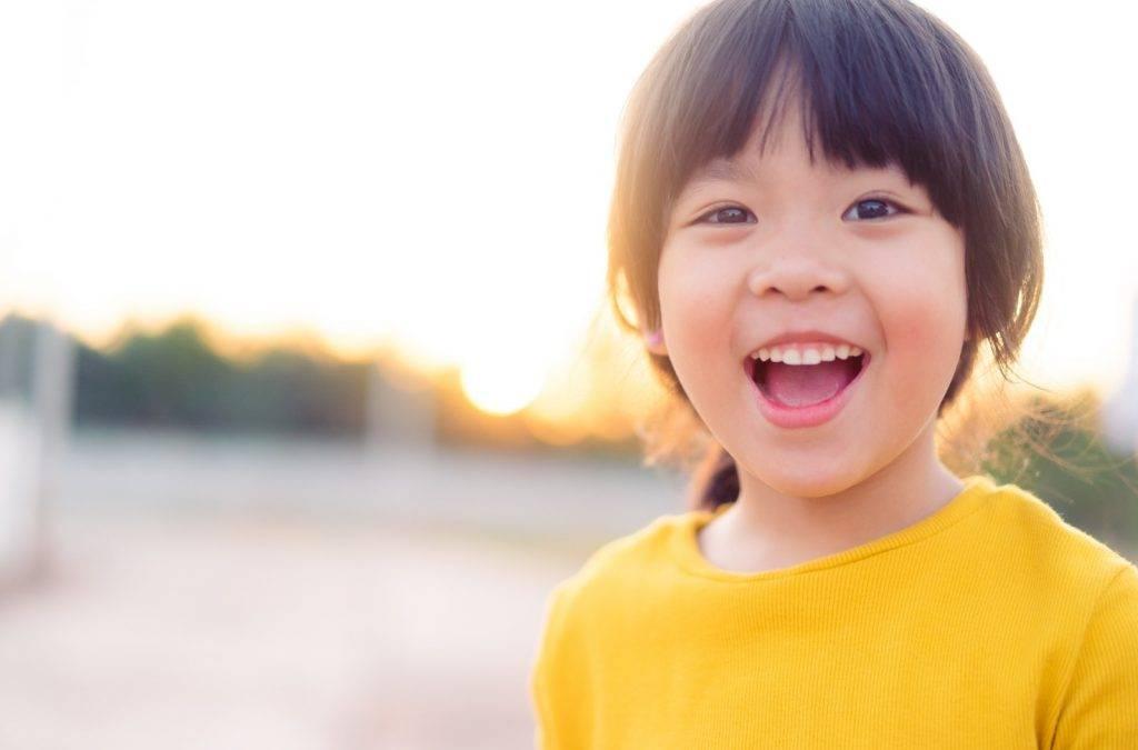 研究發現小朋友和父母聊天越多,仔女收入越高(圖片:ShutterStcok)