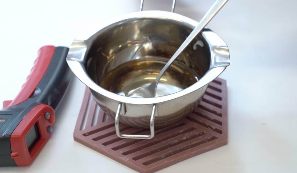 把大豆蠟融化至85度