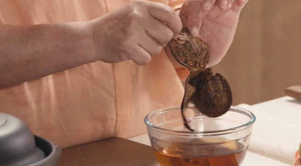 節瓜響螺瑤柱湯食譜小貼士:陳皮的瓤可刮可不刮。(《Gigi煮嘢》截圖)
