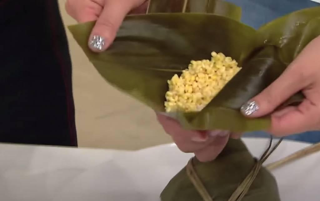 再放上20克開邊綠豆,面層放上60克糯米。