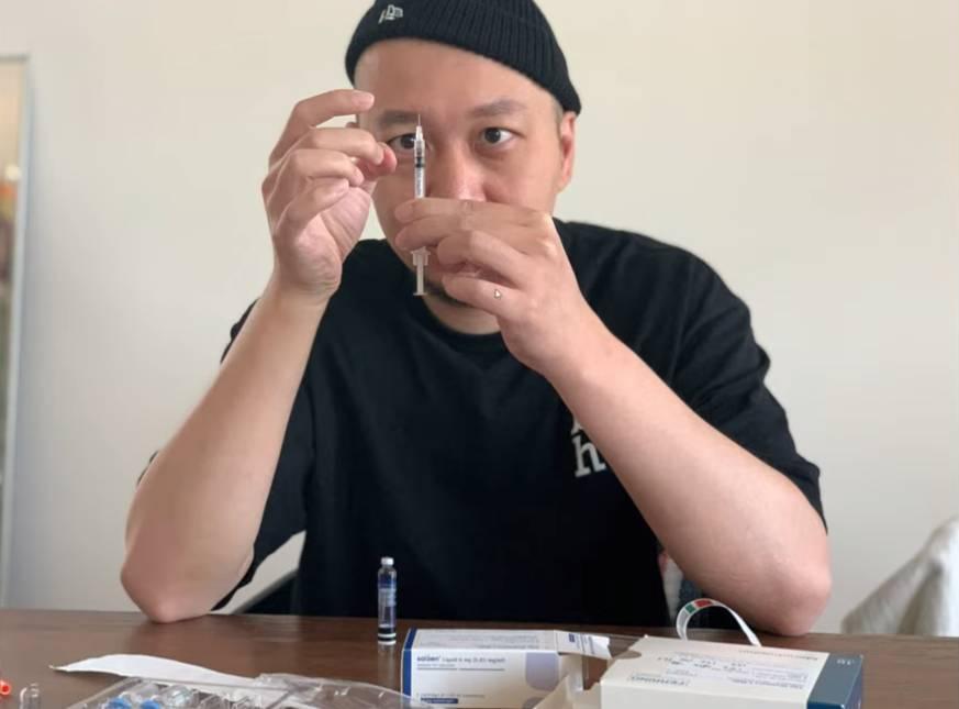 老婆打過百支針捱劇痛抽樣(圖片來源:YouTuber「大J」影片截圖)