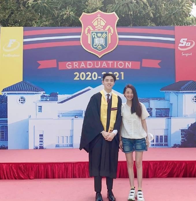 17歲仔男拔畢業高大有型(圖片來源:許秋怡微博)