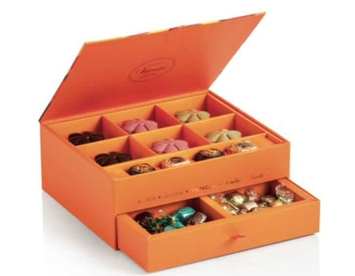 賞月巧克力月餅雙層禮盒 HK$ 578 (早購優惠) HK$ 688(圖片來源:Venchi )