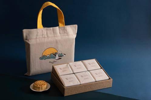 鳳梨奶黃月餅由7 月1日起於微熱山丘網站接受預訂。凡於微熱山丘網站購物滿HK<img class=