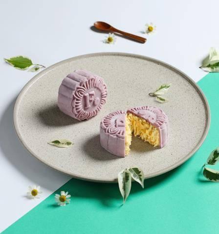 含有豐富的抗氧化物花青素的巴西莓,與貓山王榴槤的香醇甘甜釋放在口中,酸甜交織,齒頰留香,讓人不禁大口嚐鮮。(圖片來源:微熱山丘)
