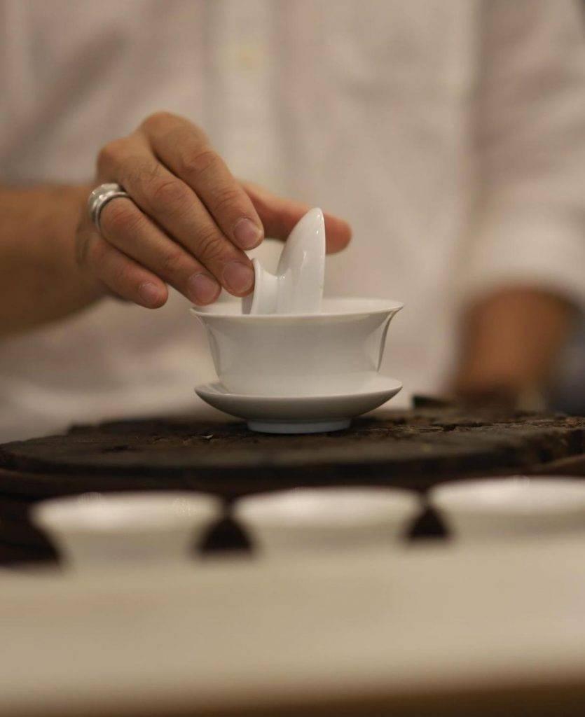 楊卓娜上茶事課衣著被批不尊重場合(圖片來源:楊卓娜Instagram)