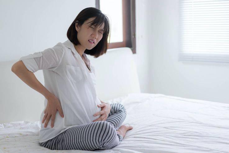 懷孕妻子為小朋友繼續上班;示意圖(圖片來源:SHUTTERSTOCK)