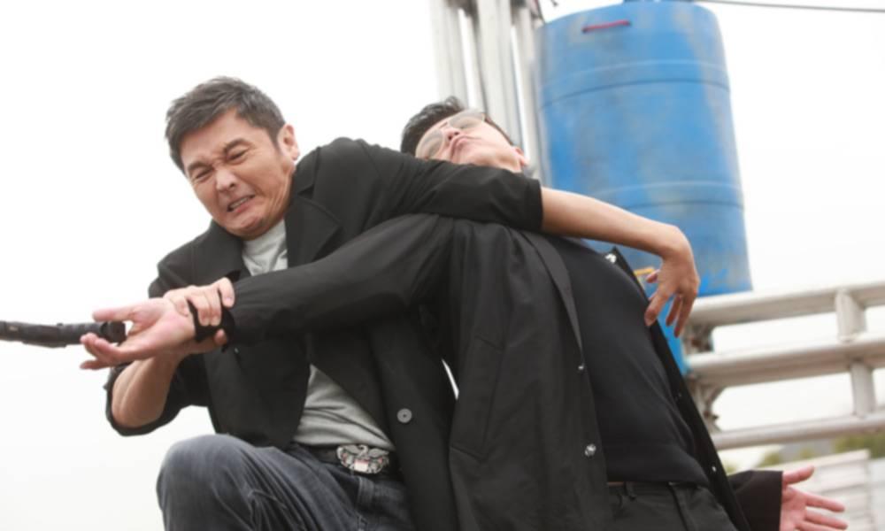 關禮傑為報仇想對何啟南下殺手……(圖片來源:TVB《我家無難事》劇照)
