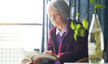 照顧認知障礙老人4大貼士  初期零碎病徵難察覺 家人感溝通困難:非常疲憊